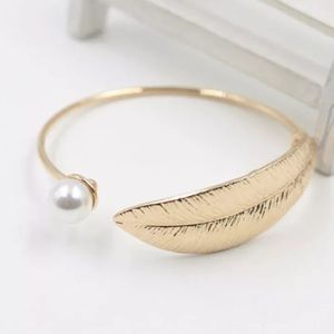 Jewelry - Women Gold Plated Alloy Pearl Leaf Bracelet